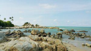 wisata bangka belitung pantai parai tenggiri