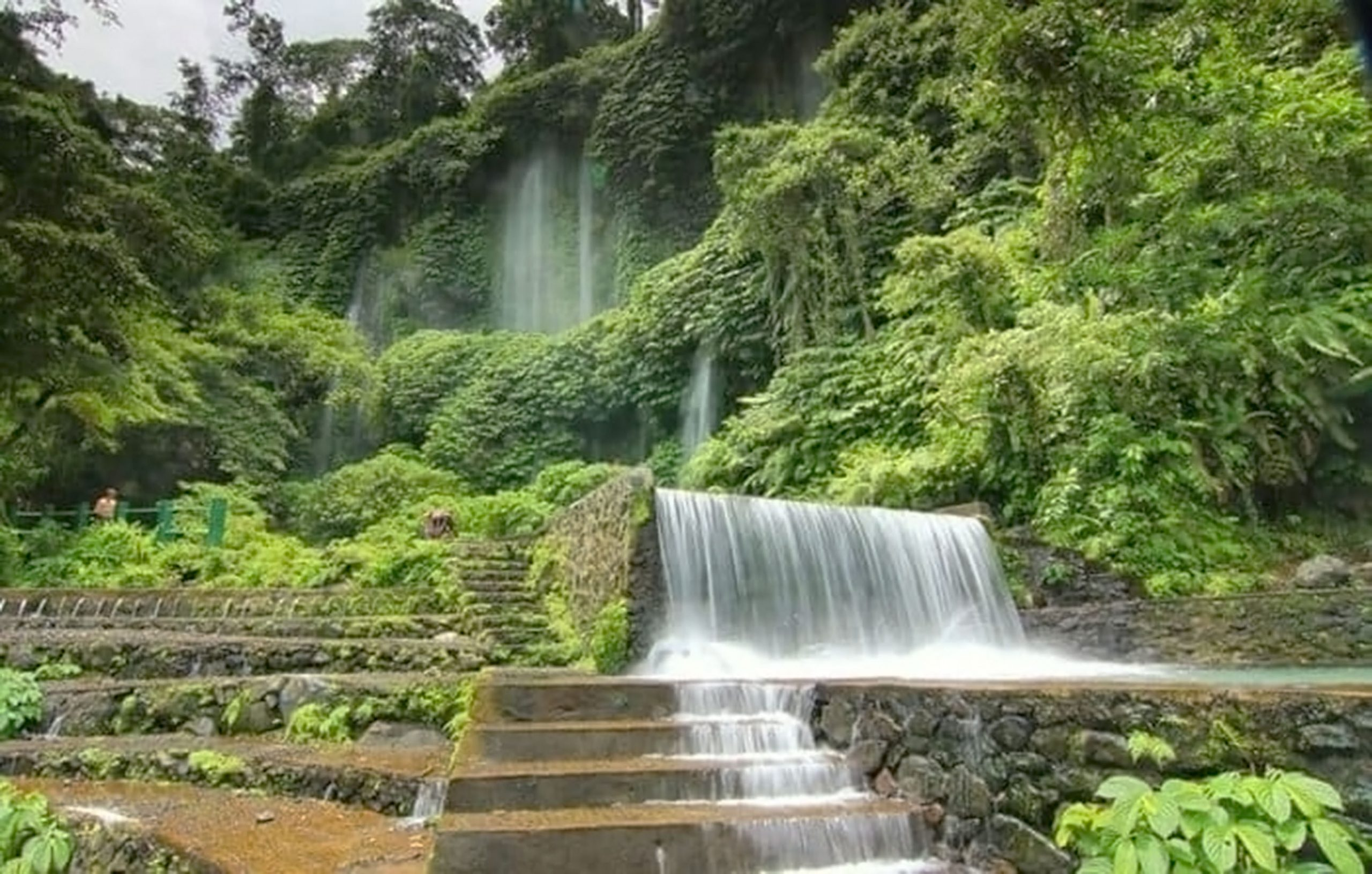 tempat-wisata-indonesia-air-terjun-benang-kelambu-lombok