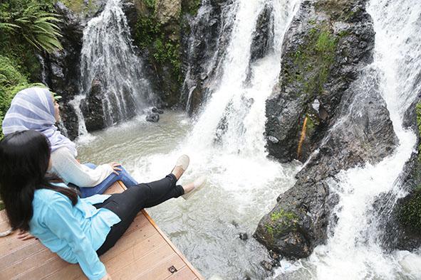 Curug-Cikawari-Natural-Hot-Spring-Resort