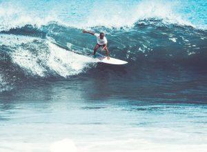 pantai-uluwatu-bali-surfing