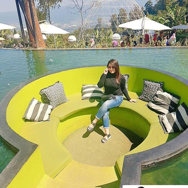 sofa-tengah-kolam-ayana-gedong-songo