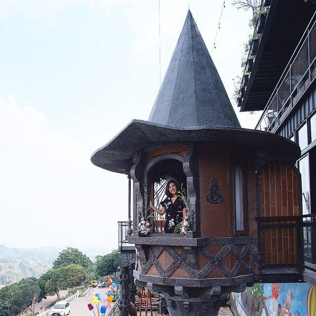 spot-foto-rumah-atap-kerucut-dagobakery-punclut-bandung