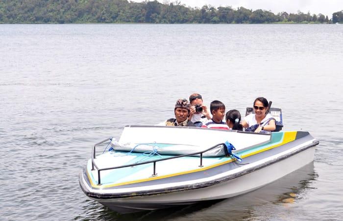 wahana-speed-boat-di-pura-ulun-danu-bedugul