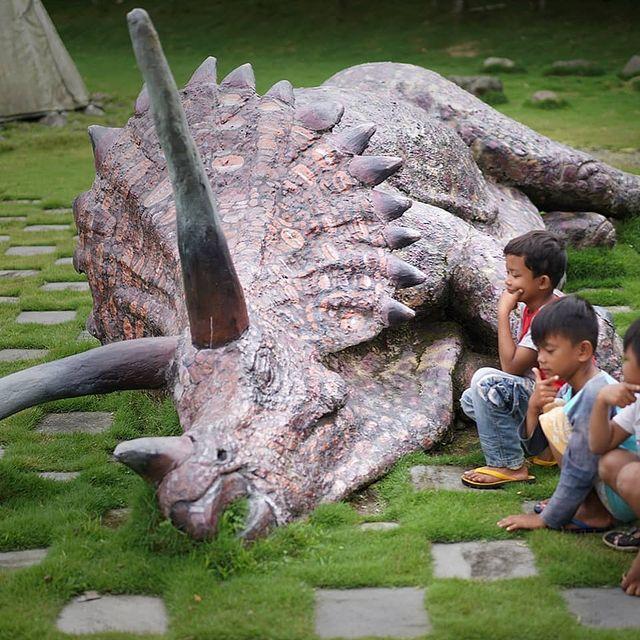 foto-dinosaurus-the-lost-world-castle