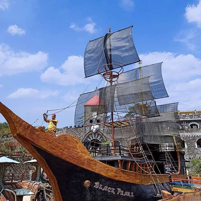 kapal-bajak-laut-black-pearl-jogja