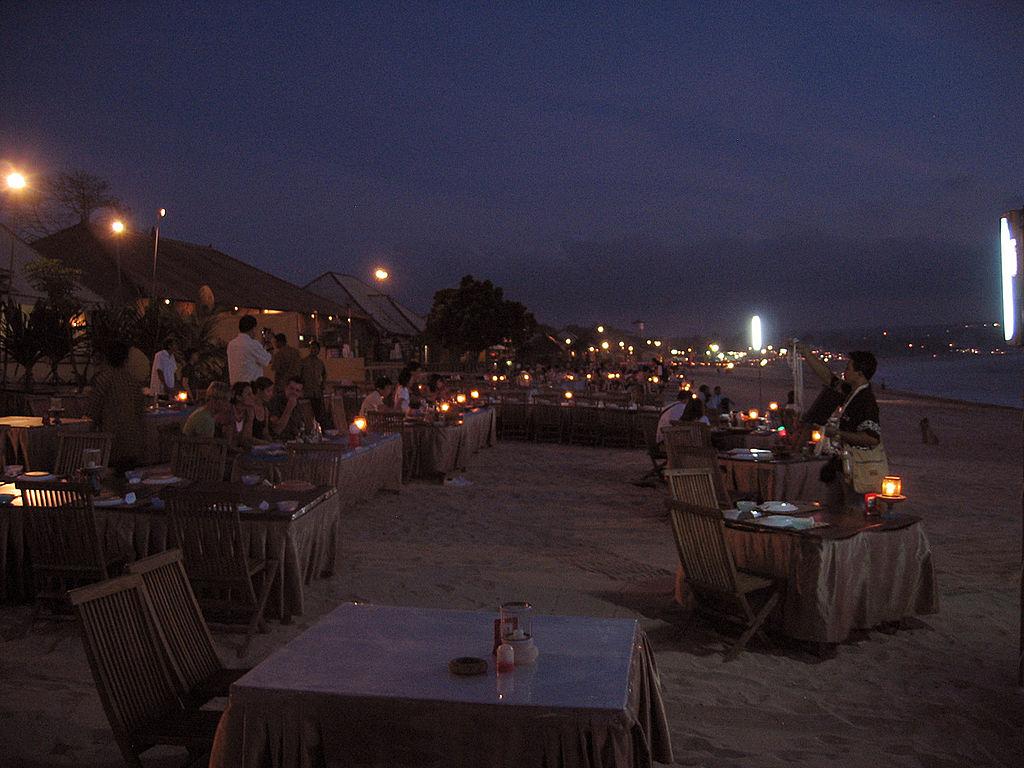tempat-wisata-romantis-pantai-jimbaran-bali