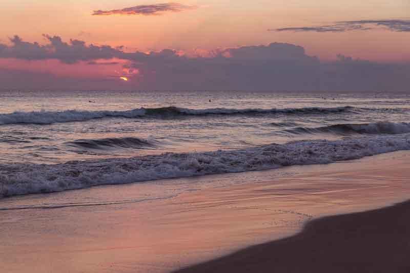 tempat-wisata-pantai-seminyak-bali