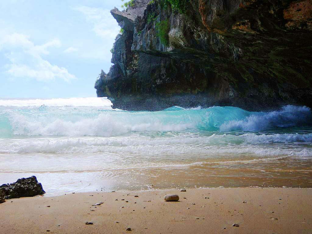 pantai-suluban-uluwatu-blue-point-beach-bali