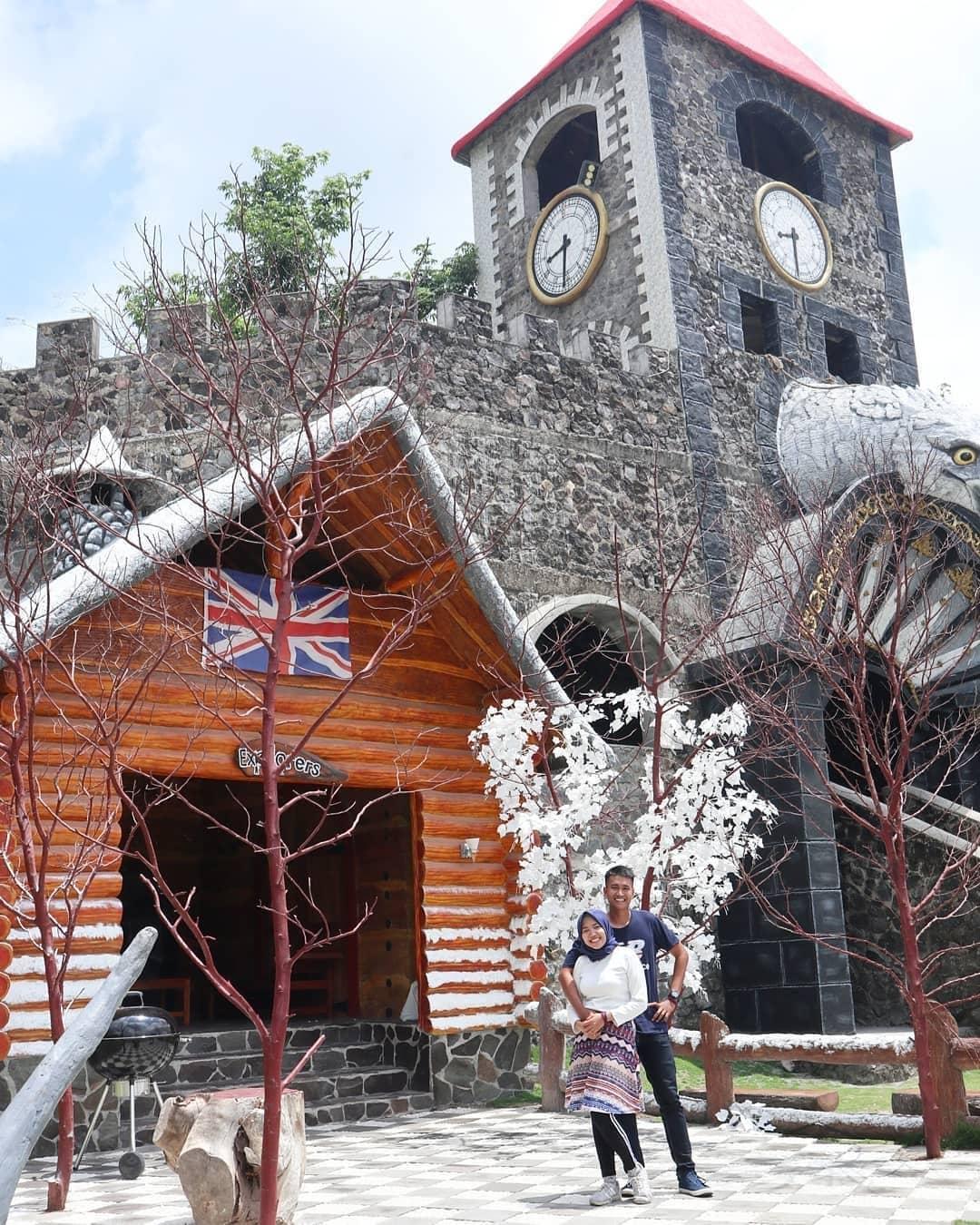 spot-foto-log-cabin-inggris-the-lost-world-castle