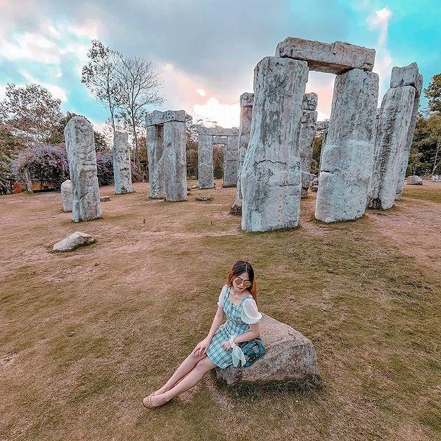 stonehenge-jogja-the-lost-world-castle