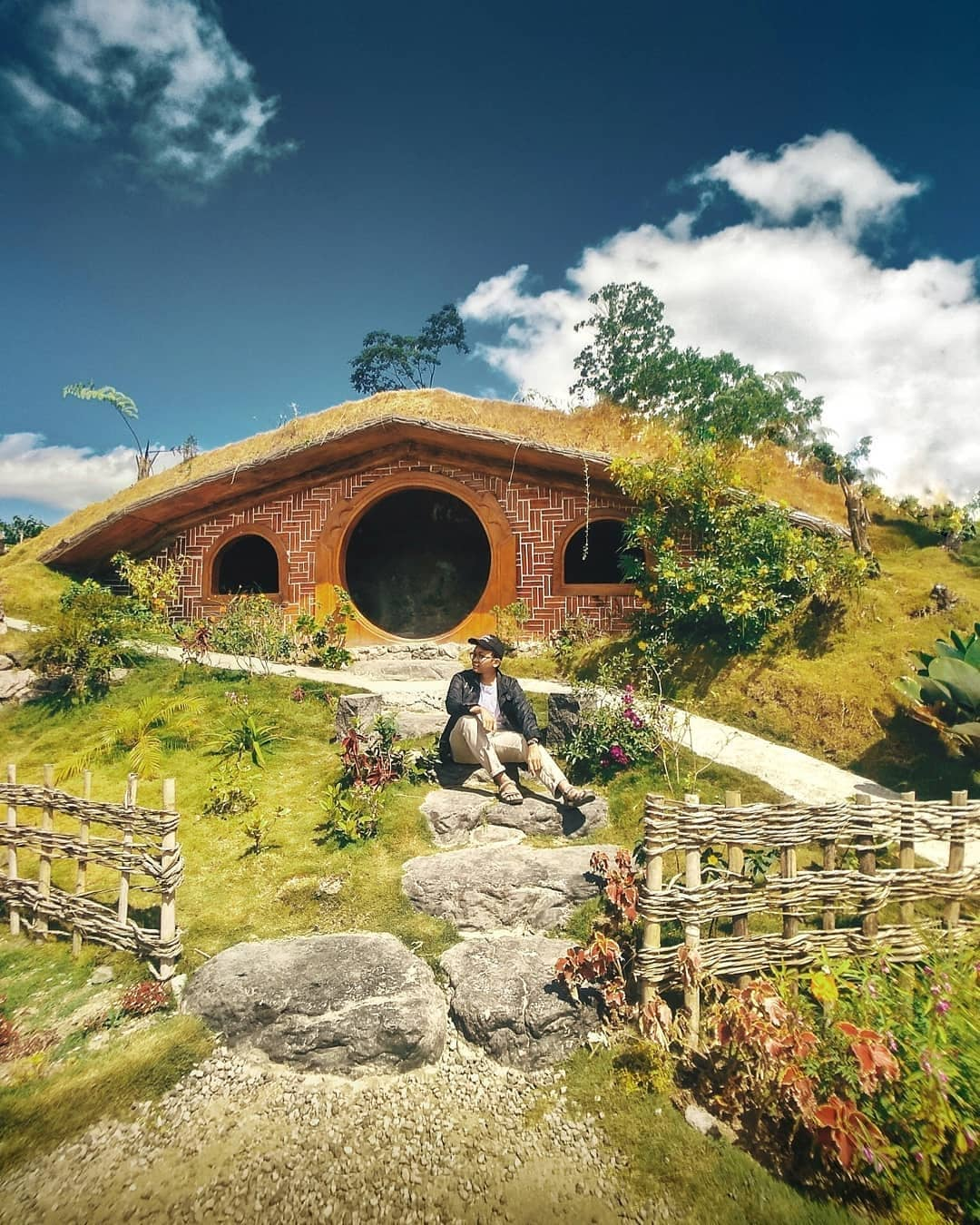 the-hobbit-house-jogja-the-lost-world-castle