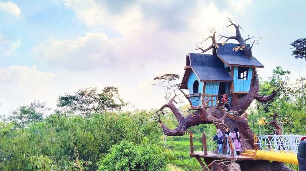 the-lost-world-castle-jogja-rumah-pohon