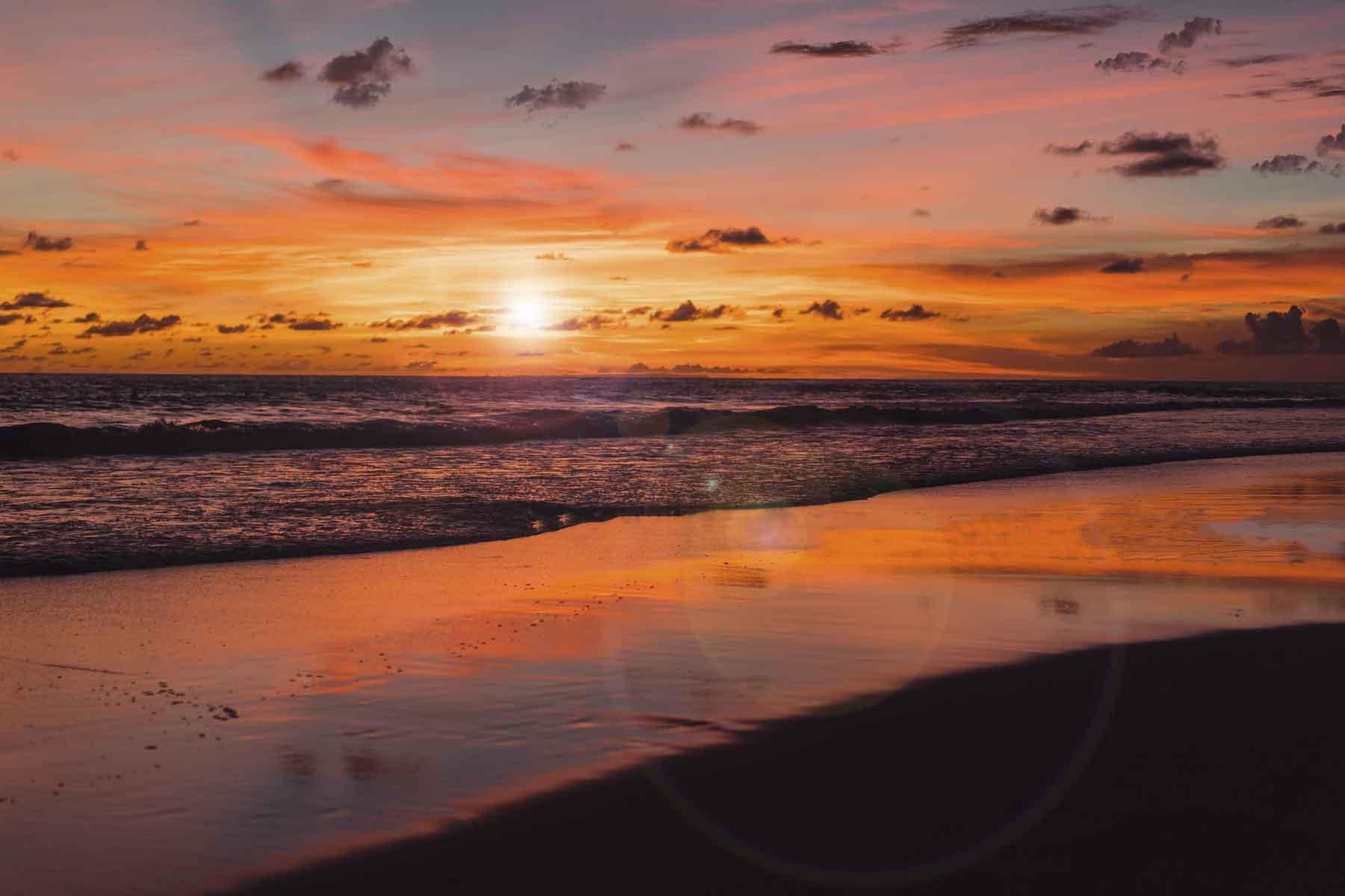 pemandangan-sunset-pantai-kuta-bali
