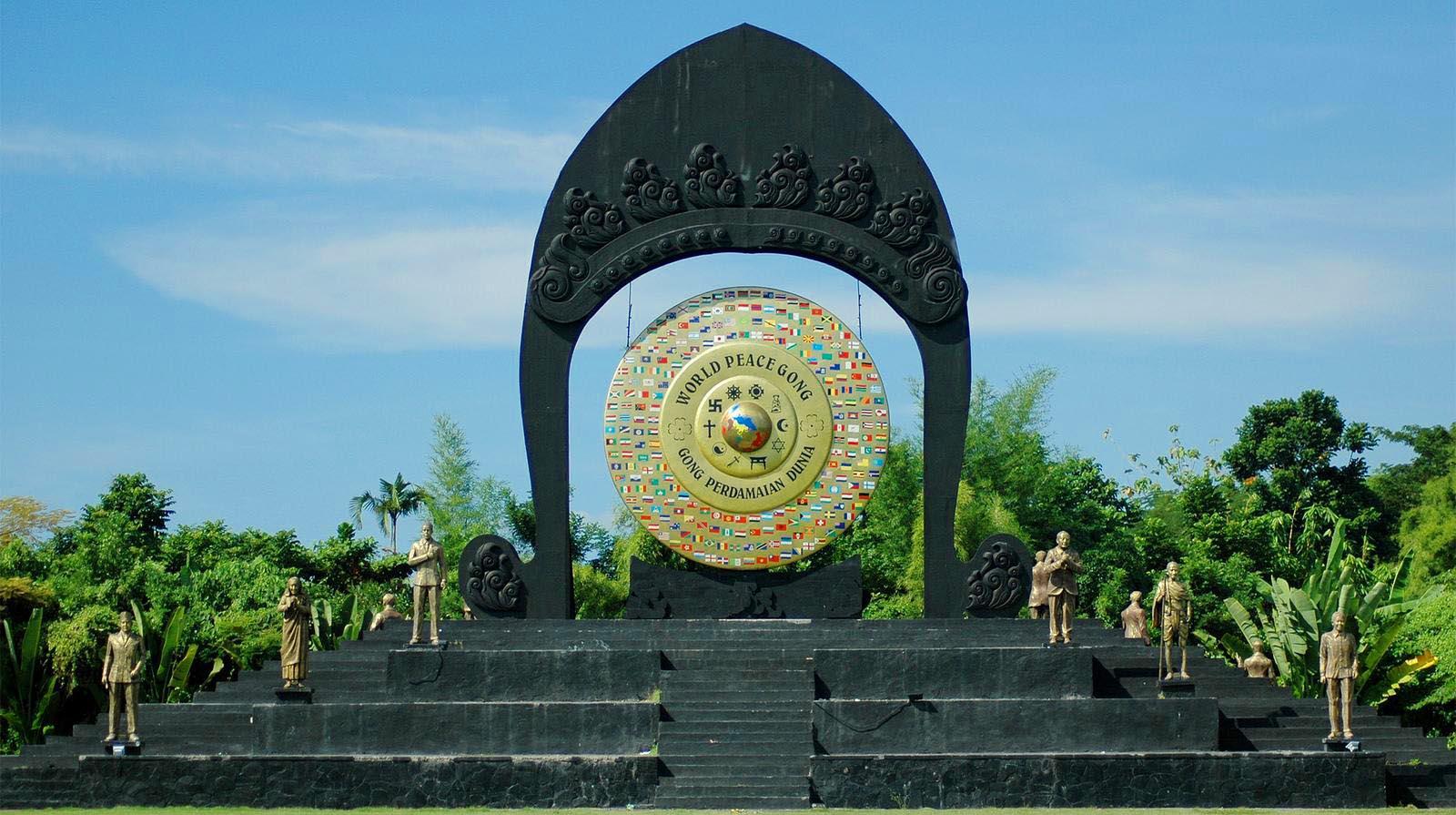 tempat-wisata-denpasar-timur-taman-gong-perdamaian-kertalangu
