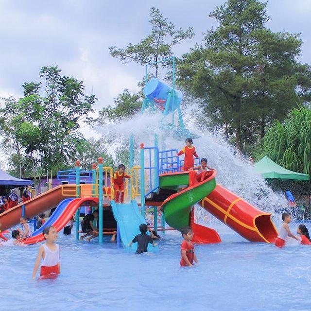 kolam-renang-merapi-park